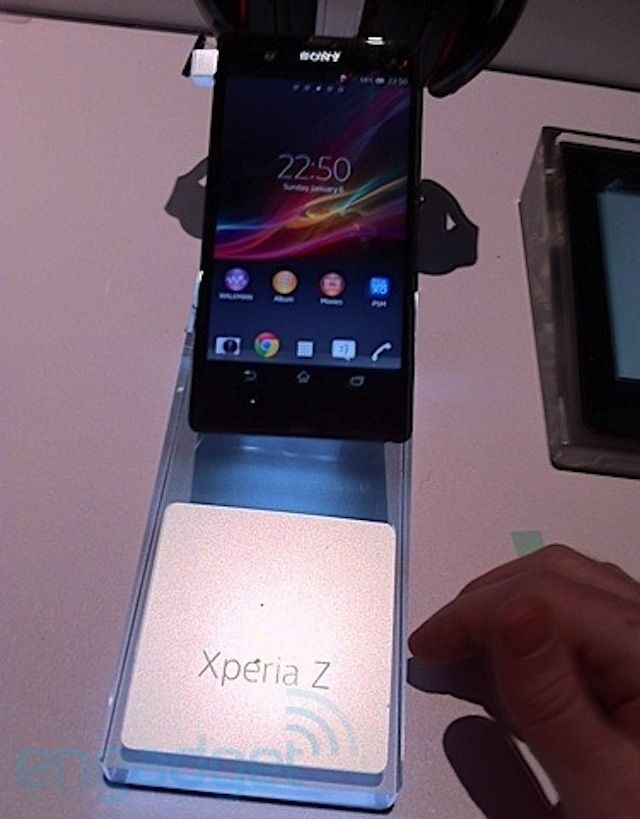 sony-xperia-z-spotted-early-on-ces-show-floor
