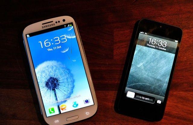 Samsungs-Galaxy-S4-vs-Apples-iPhone-5