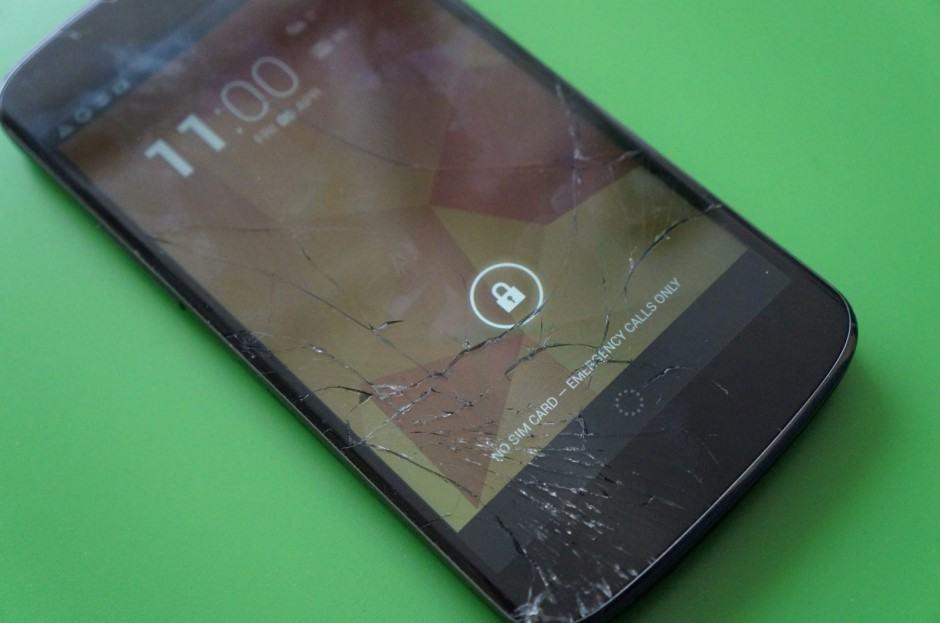 Nexus-4-smashed