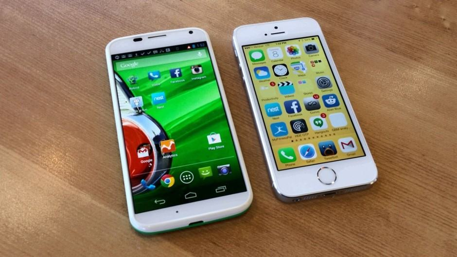 Moto-X-vs-iPhone-5s
