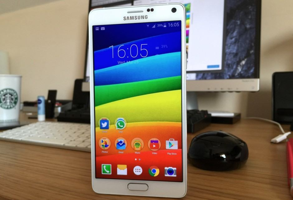A colorful Quad HD wallpaper on the Galaxy Note 4. Photo: Killian Bell/Cult of Android