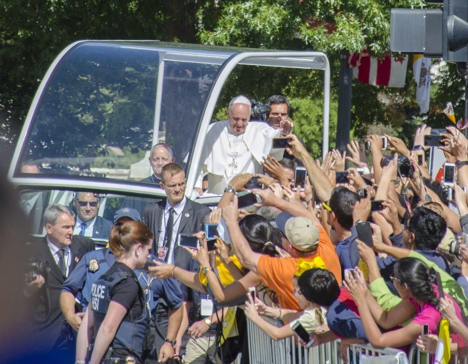 pope-cameras-phones-america