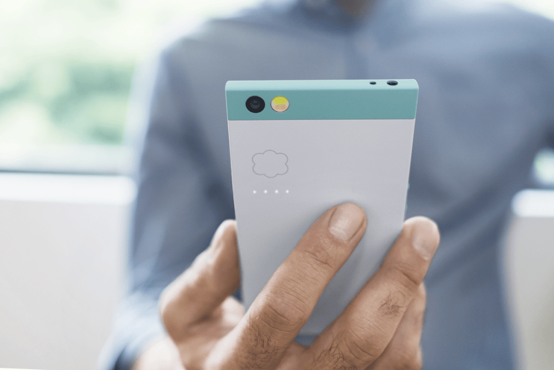 Robin sports a design that's recognisable, so long as you're not on Sprint or Verizon. Photo: Nextbit