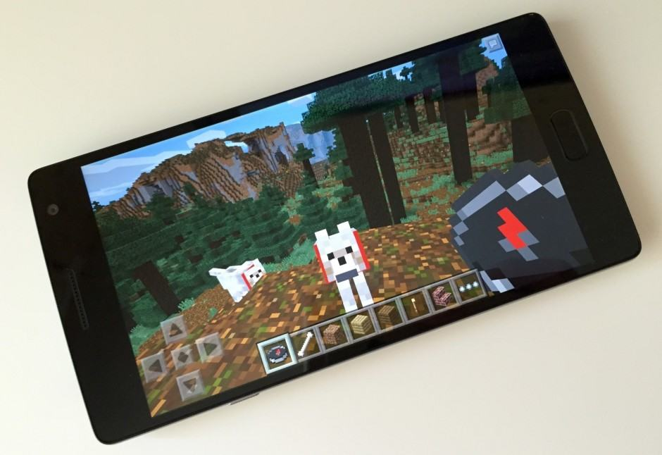 Minecraft Pocket Edition now supports controllers and cross-platform multiplayer. Photo: Killian Bell/Cult of Android