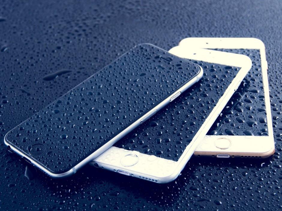 iPhone models by Dariusz Sankowski phone encryption